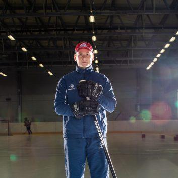 Ivan Kovalik Speeders Bratislava tréner hokej postoj2