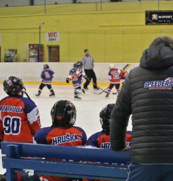 hokejovy turnaj Puchov 2.miesto speeders bratislava na striedacke 1
