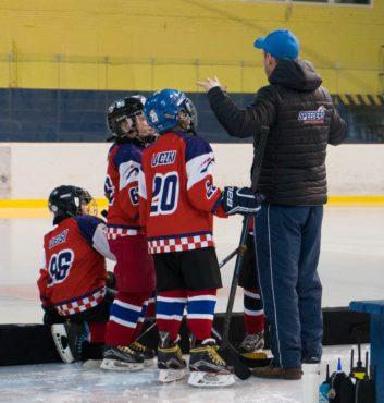 hokejovy turnaj Puchov 2.miesto speeders bratislava na striedacke 6