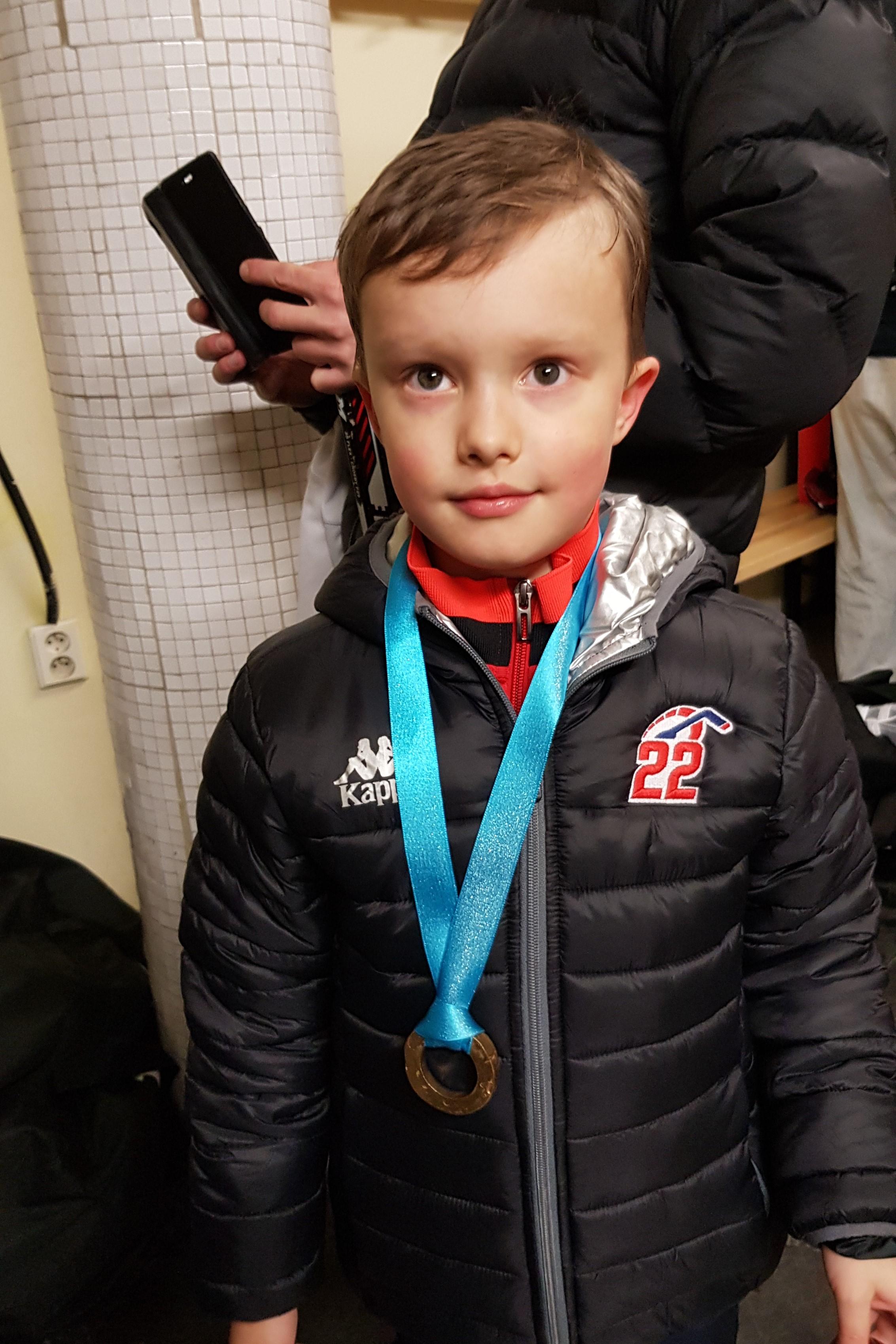 prvy zapas v drese speeders hokej bratislava medaile po zapase