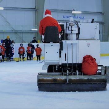 hokejovy mikulas speeders hokej deti darceky na lade titulka