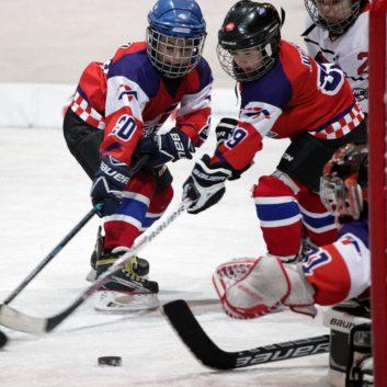 Speeders Hockey Bratislava turnaj karvina_ hokejova akcia branenie